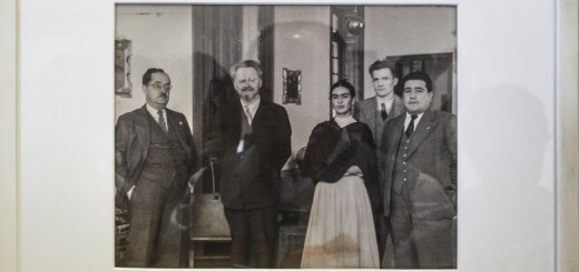 Frida, Trotsky with friends